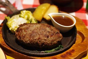 横浜西口にある洋食店「カリオカ」のハンバーグ