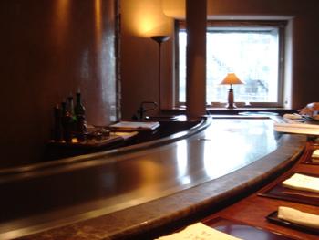 横浜ロイヤルパークホテルの鉄板焼き「よこはま」の店内