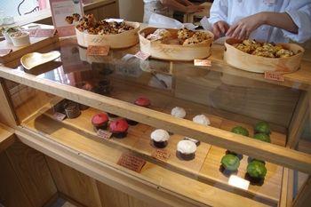 横浜石川町のマフィンのお店「カップベイク カフェリコ 」の店内