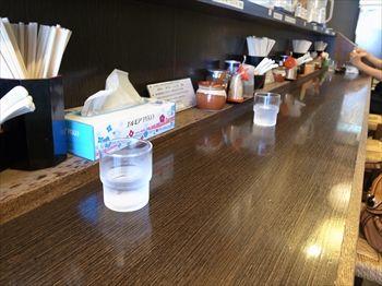 横浜東神奈川にあるつけ麺のお店「つけそば 桜桃」の店内
