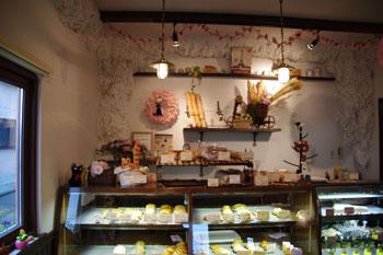 横浜野島にあるパン屋「Pain d' ile(パン・ド・イル)」の店内