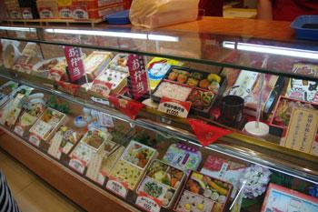 新横浜のお土産ショップにある崎陽軒の店頭
