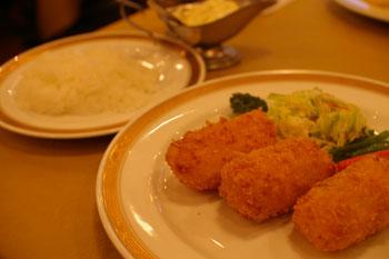 横浜伊勢佐木町の老舗洋食屋「グリル桃山」のカニクリームコロッケ