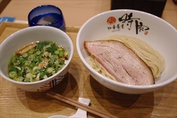 横浜伊勢佐木長者町にあるラーメン店「中華蕎麦 時雨」のつけ麺