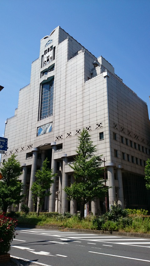 千葉市美術館 建物 外観 ふたつの柱 江戸絵画?現代美術をめぐる