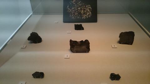 森美術館 宇宙と芸術展 国立極地研究所の隕石
