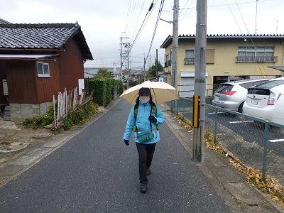 019 傘を差して旅歩き