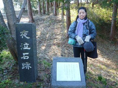 61 夜泣き石碑