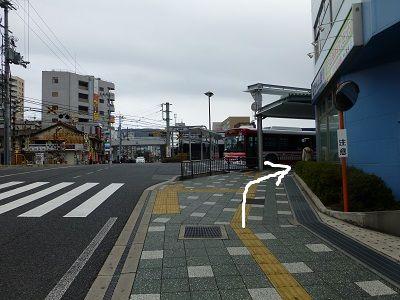 057 分岐(バスに沿って右折)