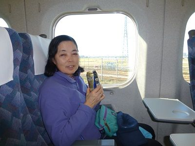 166 新幹線・車内(乾杯)