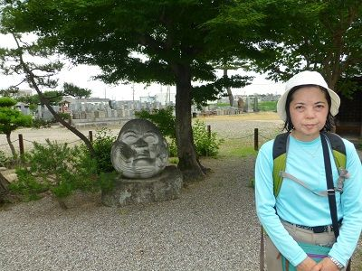 118 ダルマ石像(洞隣寺)