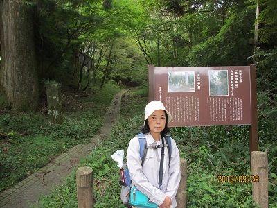 03 芦川の石仏群附近(道は向坂)