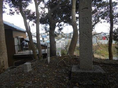 123 一里塚碑と三角点(愛宕山)