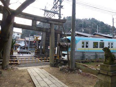 022 鳥居前の踏切(京阪電鉄)