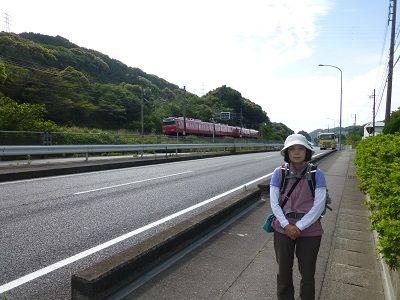 017 国道沿いを走る名鉄線