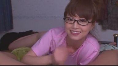 吉沢明歩 メガネお姉ちゃんのおやすみ手コキフェラで抜かれる主観動画