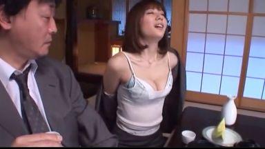 麻美ゆま お怒りの取引先を料亭で接待…酔ったフリした濃厚SEXで水に流して取引継続ゲットです。