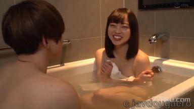 ちっぱい女子大生がイケメン男子と混浴体験したら・・・チ○ポ欲しがり中出しセックス林愛菜まな