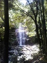 06滝の遠景