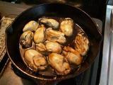 牡蠣調理中