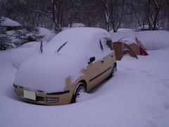 22雪に埋もれたパンダ号