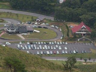 11駐車場