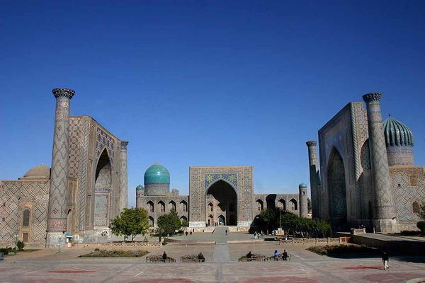 Registan_-_Samarkand_-_15-10-2005