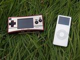GAME BOY microとiPod nano