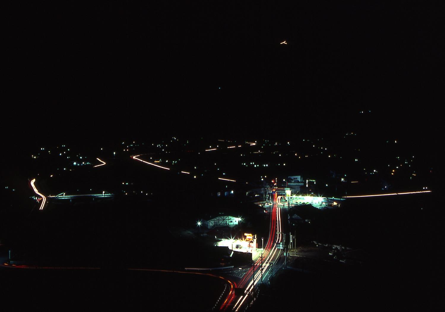 高尾山「人」文字ライトアップ