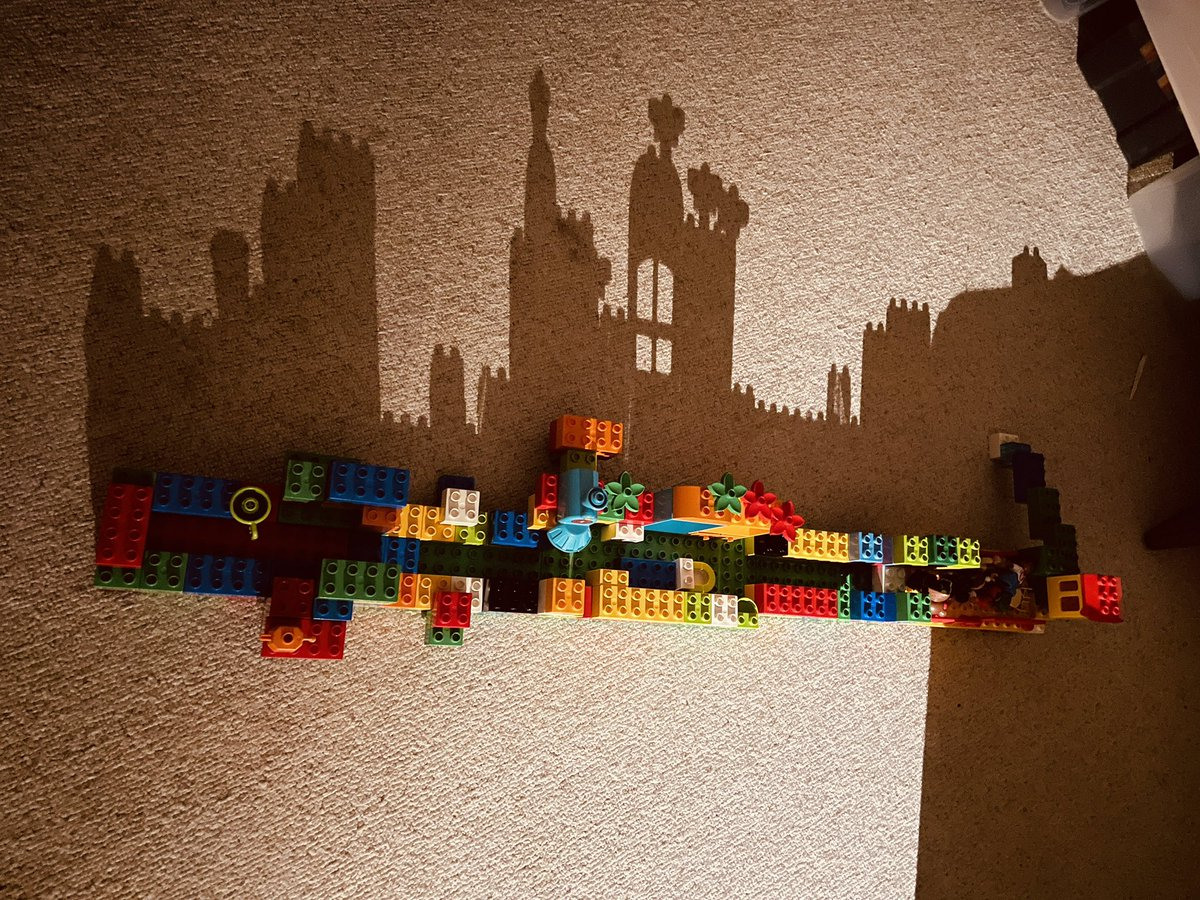 【画像】4歳児がLEGOで作った作品が凄すぎると話題に