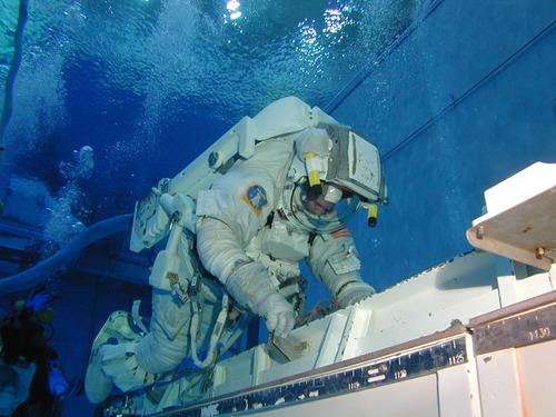 NASA_Neutral_Buoyancy_Laboratory_Astronaut_Training
