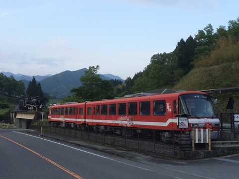 【高千穂】高千穂TR301+302と48647 トンネルの駅
