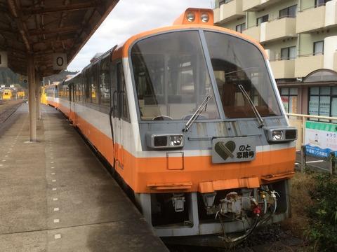 【穴水】のと鉄道NT801+802・NT127 穴水駅