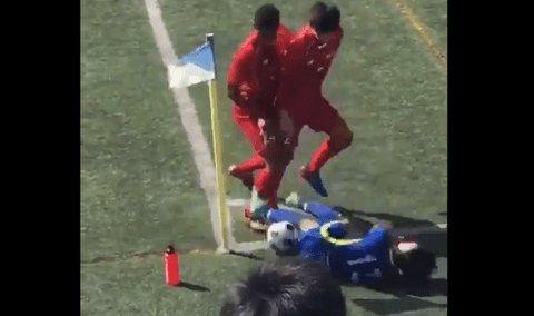 【動画】日大タックル事件並の胸糞動画が炎上拡散。サッカー東福岡高校の選手が相手選手の足を踏み潰す
