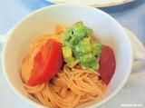 フルーツトマトの冷製カッペリーニ アボカドのせ