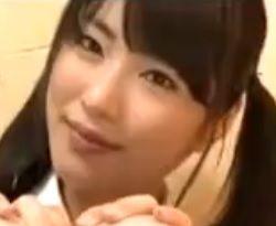 マン喫でオナニーしている男に襲い掛かる女の子(由愛可奈)