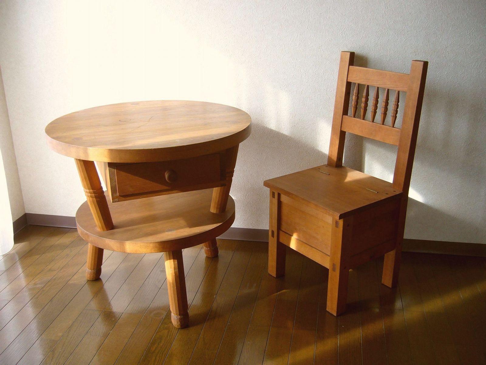 テーブルと椅子1