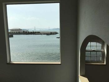 23 2階ホール 吹き抜け窓 スキップフロ窓 IMG_2757