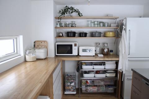 キッチンのオープン収納、生活感ありありバージョン