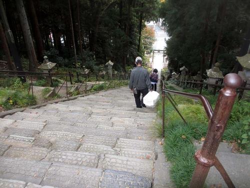 201106塩竃神社石段1IMG_1730