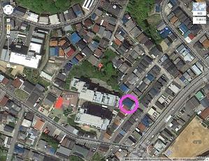 99 犯人の集合住宅は青い屋根