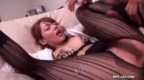 【Rio柚木ティナ】外国人顔の美脚美人がパンストを破られデカチンをぶち込まれる着衣セックス【AV女優】