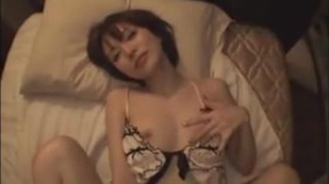 【里美ゆりあ】肉食系巨乳お姉様が素人男性を夜這いする誘惑セックスがエロすぎwww