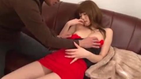 【吉沢明歩】ボディラインが出まくりのワンピを着たセクシー巨乳美人とソファーセックス