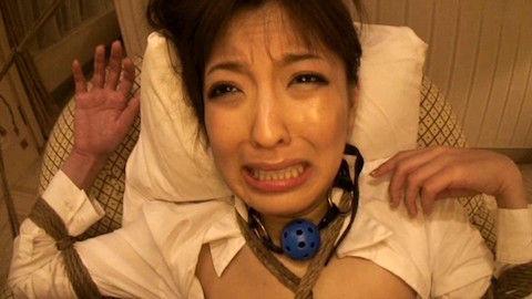 【ましろ杏】ボールギャグを噛まされたまま緊縛拘束されて電マ責めでアヘ顔を晒すドM女教師