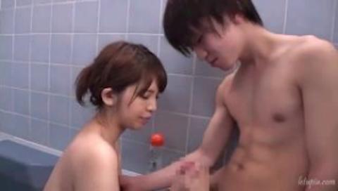 【ANRI坂口杏里】お風呂で童貞くんとイチャイチャして手ヌキフェラしてあげる貧乳芸能人がぐぅエロwww