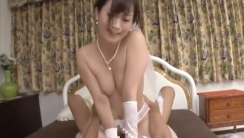 【川上ゆう】ガーターベルトとニーハイがエロい巨尻花嫁の顔射セックス