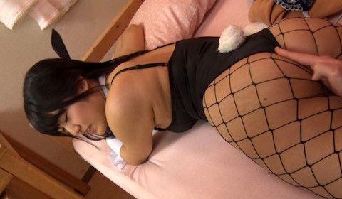 【神宮寺ナオ】網タイツのバニーガールコスプレをした巨乳女子大生がショタのクンニでイカされてるんだがwww