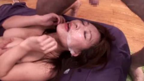 【かすみ果穂】大量のザーメンでドロドロに汚される華奢巨乳美人のぶっかけ顔射セックス
