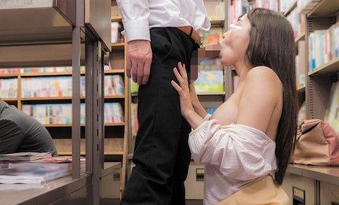 【蓮実クレア】本屋で若い男を逆痴漢する巨乳淫乱痴女の公然猥褻セックスwww
